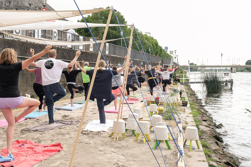 NECKARORTE Yoga Am Beach